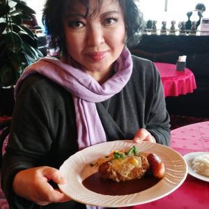 通院帰りは老舗洋食屋で心を癒し人気のエッセンベーカリーでお買い上げ。