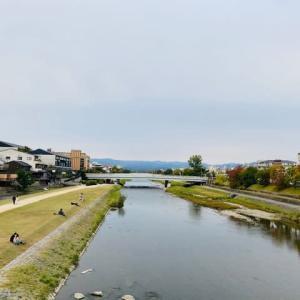 秋の気配を深めつつある鴨川、、、、