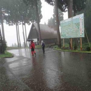雨の中にも拘わらず頑張りました。登山競技会。無事終了。