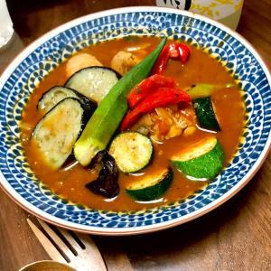 夏野菜たっぷりのチキンスープカレー(暑さと空腹は人を変えるね)