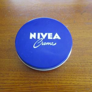 ニベア青缶で夏 の足裏 かかと乾燥対策