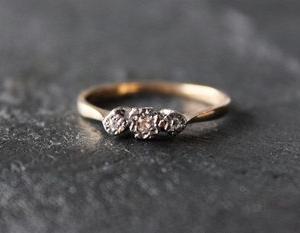 英国 ART DECO 1920's ダイヤモンド 9金ゴールド&プラチナ トリロジーリング17号 簡易鑑別書付