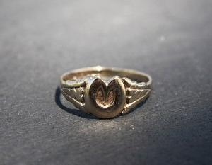英国 ヴィンテージ 1963年 CPS Jewellery Co Ltd ホースシュー 9金ゴールドリング13.5号