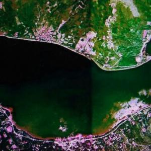 Lake Yamanaka looks like a whale☆Swan Lake