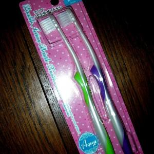 ダイソーのかためコンパクト歯ブラシ