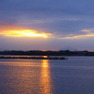 曇り空の朝☁️の朝焼け✨天使の梯子