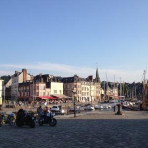 【オンフルール&ル・アーブル】モネなど印象派の題材ともなった港町。ノルマンディー橋で結ぶ対照的な港湾都市