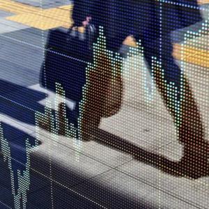 "【Bloomberg】 10月17日15:52分、""""日本株は反落、米経済指標悪化で景気改善期待が一服-非鉄や鉄鋼安い"""""