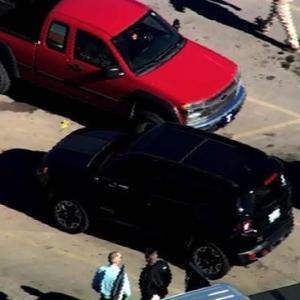 "【CNN】    11月19日09:18分、""""ウォルマート駐車場で銃撃、容疑者含む3人が死亡 米オクラホマ州"""""