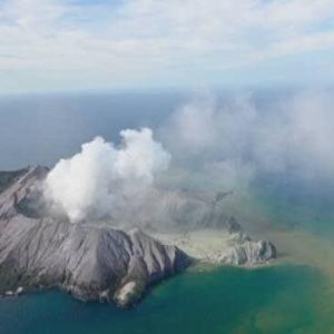 "【nhk news web】    12月9日21:16分、""""NZの島で火山噴火 5人死亡 生存者なしか"""""
