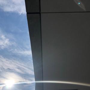 部分日食は、鏡を使えば壁に投影できるよ!
