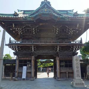 彫刻【柴又帝釈天】①二天門と大鐘楼。東京都葛飾区柴又