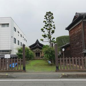 彫刻【成田山 不動堂】劣化が残念過ぎる漆喰彫刻。群馬県富岡市富岡