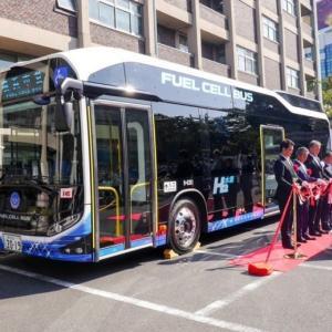 横浜が環境対策に電池バス導入