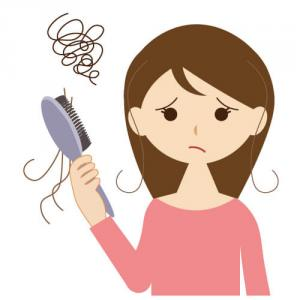 薄毛・抜け毛が気になる50代。秋は抜け毛が増える季節です。頭皮ケアはどうする?