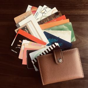 ポイントカードに未練がありながら財布から断捨離を決意。パンパンのお財布よ、さようなら~。