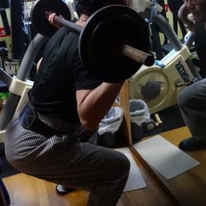 月刊「筋力トレーニング」 デットリフト ~アンチエイジングや美容・健康に効果~