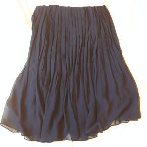 ユニクロのプリーツスカートは洗濯機で洗ってもしわにならない。夏のお気に入りコーデも。