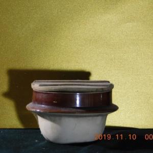 真夜中の峠の茶屋の釜飯の容器