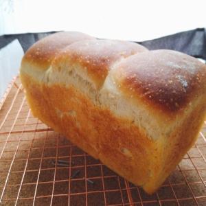 酵母の食パン。