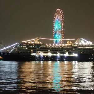 大阪港にアザラマ・クエストが入港していました
