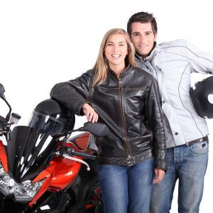【報告者がオカシイ】ドライブデートに時に前をカップルのバイクが並走していた。でも男性の方がミスで転びそうになってて女性は幻滅しただろうなー…