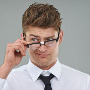客に商品の場所を聞かれたと愚痴ってくる彼。探せないとか目玉付いてんのかカス!っていう考えだそう…