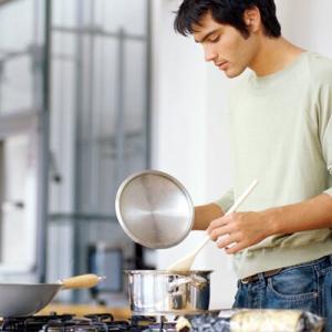 いつまでも尽くしてあげられないし、彼氏に料理を覚えてほしい。楽しく取り組んでもらえる方法を教えてください