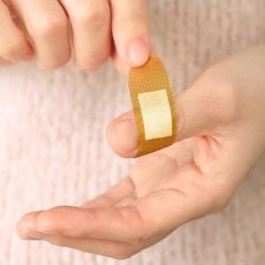 包丁で手を切ってしまった。彼が「切ったの?見せて!」と手を取ったまでは良かったんだけど…