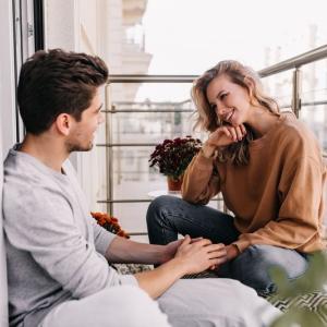 彼氏がせっかく嬉しいことをしてくれたと思ったのに女友達からの差し金だった…。他のことも勝手に話されてると思うと気持ち悪い