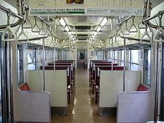電車の二人席を軽そうな紙袋2つ置いて占領する妊婦。足元置くか一人席座れよとモヤモヤした