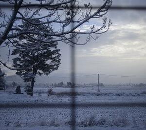 本日、安曇野は雪天なり