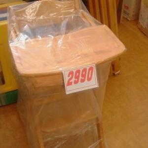 8/3 木製ハイチェア 100円子供服 子供靴 ベビーゲート など品出ししました。
