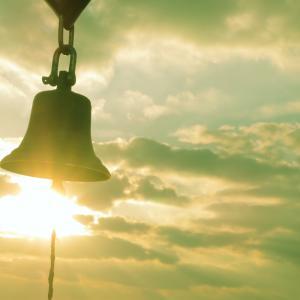恋人の聖地!鐘の向こうに夕陽が沈む!