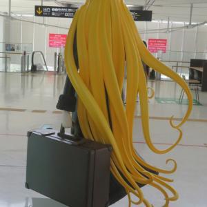 長い髪のおんなが旅立つ!
