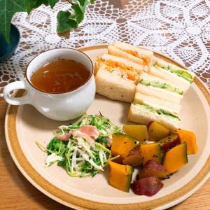 玉ねぎスープとちょっとみかけ失敗サンドイッチで朝ごはん♪