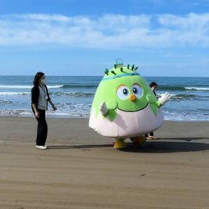 千里浜でほっぴーさんに出会う