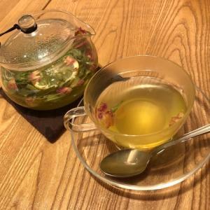 水無月ニッ😸   心潤す   お茶と猫