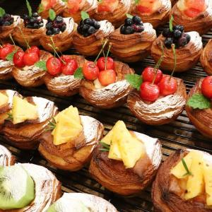 朝から、佐藤錦のデニッシュ他朝から、フルーツデニッシュを豊富にご用意しております(2020.07.04)