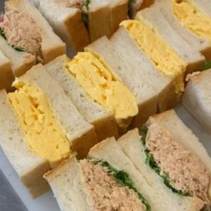 丘パン自慢の食パンに挟んだ「ツナ プロヴァンサルのサンドウィッチ」や「特製卵サンド」(2021.01.21)