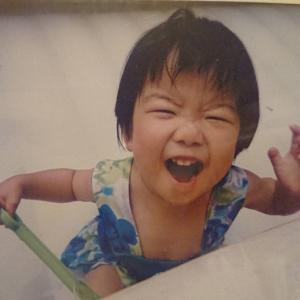 帰宅中の長女と、赤ちゃん時代の写真を愛でる【写真の断捨離③】