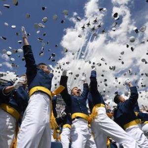 海外 多くの空軍士官学校卒業生が「宇宙軍」に直行