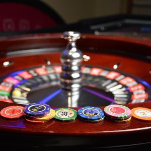 モンテカルロ法やマーチンゲール法はカジノで禁止行為?必勝法を使う時に注意したいポイント