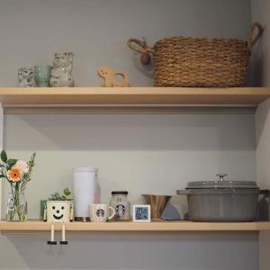 【施主支給】我が家のキッチン背面飾り棚の寸法や色の詳細まとめ〜ベリティスインテリアカウンター