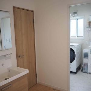 脱衣室から洗面台を独立して分けた方がいい理由と解決策〜我が家の間取りの工夫をご紹介