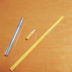一本だけ、色鉛筆を買う。