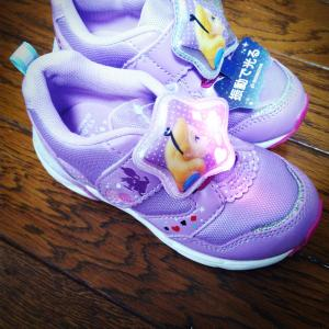 【子供が欲しい物を、与えること】LEDで光る靴。