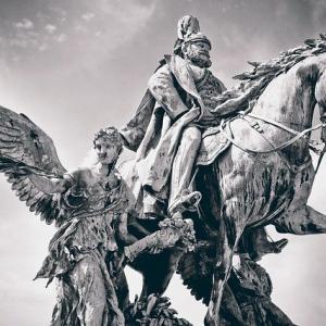 日本を示す唯一の具体的な存在-天皇-