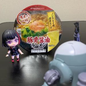 『ラーメン』(〃´д` )ノ{…ファミマ♪【満足の一杯 豚骨醤油ラーメン】