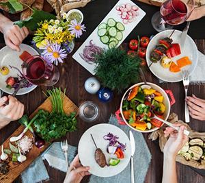 コンビニ&作り置き料理で!夜遅い時間に食べれる低カロリー食品&メニュー!